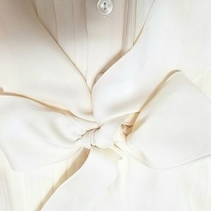 🌸TALBOTS 100% silk top with bow tie. Gorgeous!